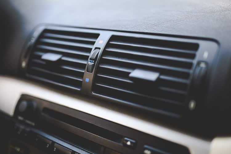 reduza o uso do ar condicionado do veículo para economizar gasolina e dinheiro do seu bolso